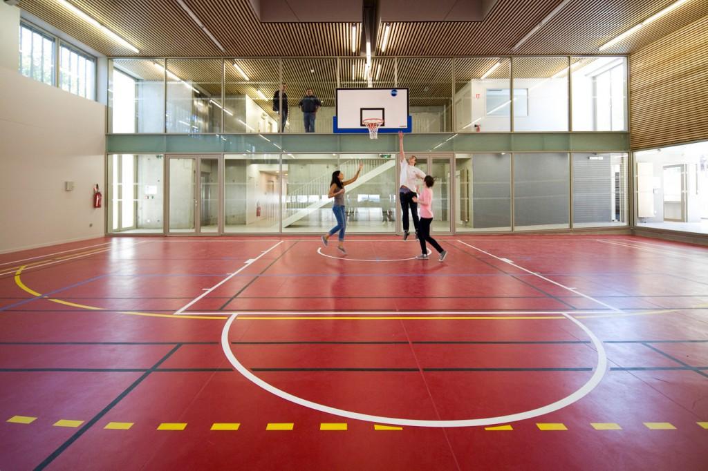 Gymnase Et Terrain De Roller Hockey Et Parking Public